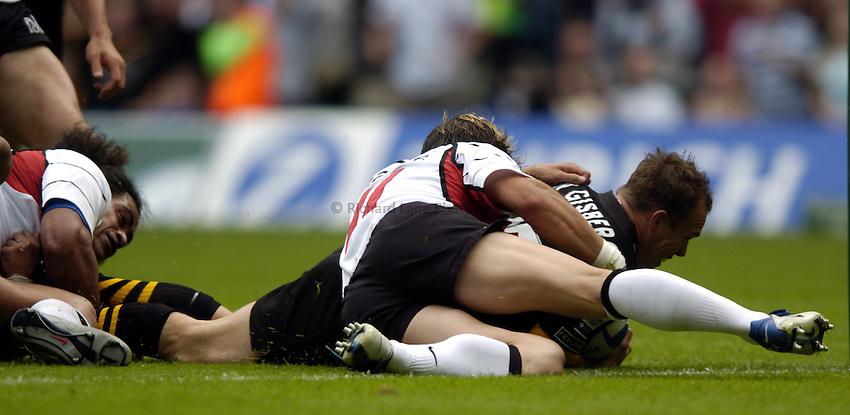 Photo: Richard Lane..London Wasps v Toulouse. Heinenken Cup Final. 23/05/2004..Mark Van Gisbergen touches down for a try.
