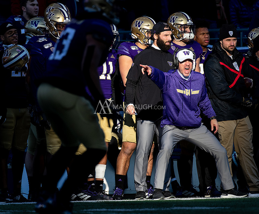 Washington linebackers coach Bob Gregory barks instructions during a play.