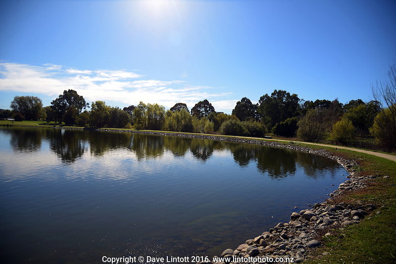 Henley Lake in Masterton, New Zealand on Thursday, 14 April 2016. Photo: Dave Lintott / lintottphoto.co.nz