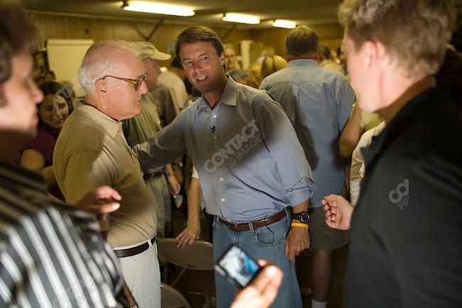 Former Senator John Edwards (D-North Carolina), potential Democratic presidential candidate, campaigns at the UAW Local 74 in Ottumwa. Ottumwa, Iowa, August 16, 2007.