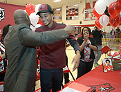 Isaiah Joe signs with Arkansas