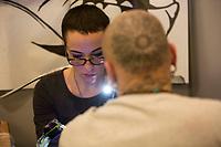 """La tatuatrice Dalila Iardella, fidanzata del cantautore Francesco Gabbani, al lavoro durante """"The other side of the ink"""", convention di tatuaggio femminile, Roma, 12 marzo 2017.<br /> Italian tattoo artist Dalila Iardella, girlfriend of the songwriter Francesco Gabbani, at work during the female art tattoo convention """"The other side of the ink"""" in Rome, 12 March 2017.<br /> UPDATE IMAGES PRESS/Riccardo De Luca"""