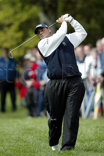 6 May 2004: Argentine golfer Angel Cabrera looks into the distance after playing an iron from the light rough during the first round of the Daily Telegraph Damovo British Masters played at the Marriott Forest of Arden, Birmingham. Photo: Neil Tingle/Action Plus..040506 golf golfer golfers