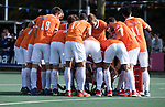 UTRECHT - teamhuddle Bloemendaal   tijdens  de hockey hoofdklasse competitiewedstrijd heren:  Kampong-Bloemendaal (3-3),    COPYRIGHT KOEN SUYK