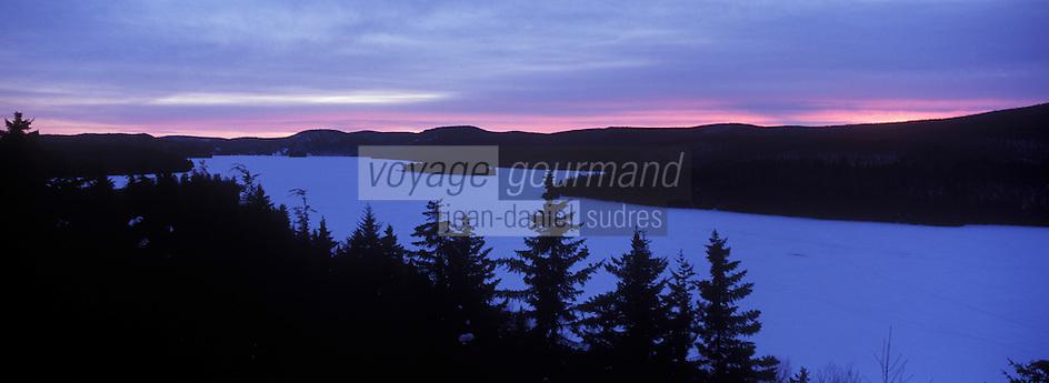Amérique/Amérique du Nord/Canada/Québec/Mauricie/Saint-Alexis-des-Monts:  Le  lac  Sacacomie depuis la terrasse de l'Hôtel Sacacomie
