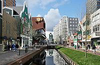 Nederland Zaandam 2016 04 17.  Winkelstraat de Gedempte Gracht. De gracht is 2 jaar terug weer uitgegraven.  Foto Berlinda van Dam / Hollandse Hoogte