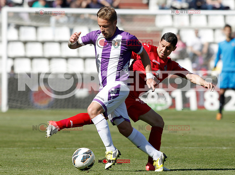 Real Valladolid's Patrick Ebert (l) and Getafe's Abdel Barrada during La Liga match.April 13,2013. (ALTERPHOTOS/Acero)