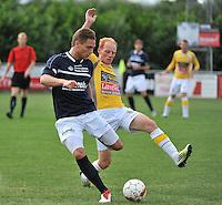KVC Wingene - KSC Wielsbeke : Olivier Demaitre aan de bal voor Olivier Vanwijnsberghe (rechts)<br /> foto VDB / Bart Vandenbroucke