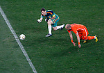 Iker Casillas, Arjen Robben, Soccer, Football - 2010 FIFA World Cup - Johannesburg, South Africa, Sunday, July, 11, 2010. Final match, Netherlands vs Spain, Soccer City Stadium (credit & photo: Pedja Milosavljevic / +381 64 1260 959 / thepedja@gmail.com / STARSPORT )