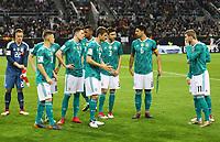 Deutsche Mannschaft stellt sich auf zum Mannschaftsfoto - 23.03.2018: Deutschland vs. Spanien, Esprit Arena Düsseldorf