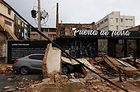 """SJ103. SAN JUAN (PUERTO RICO), 20/09/2017.- Vista de los daños causados por el huracán María hoy, jueves 21 de septiembre de 2017, a su paso por San Juan (Puerto Rico). El presidente de EEUU, Donald Trump, aprobó la declaración de """"desastre"""" para Puerto Rico por el impacto del huracán María en la isla, donde causó al menos un muerto y dejó casi a la totalidad de sus 3,5 millones de habitantes sin energía eléctrica, informó hoy la Casa Blanca. EFE/Thais Llorca"""