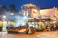 Portugal, Algarve, Alvor: Fish restaurant on Quayside in the evening