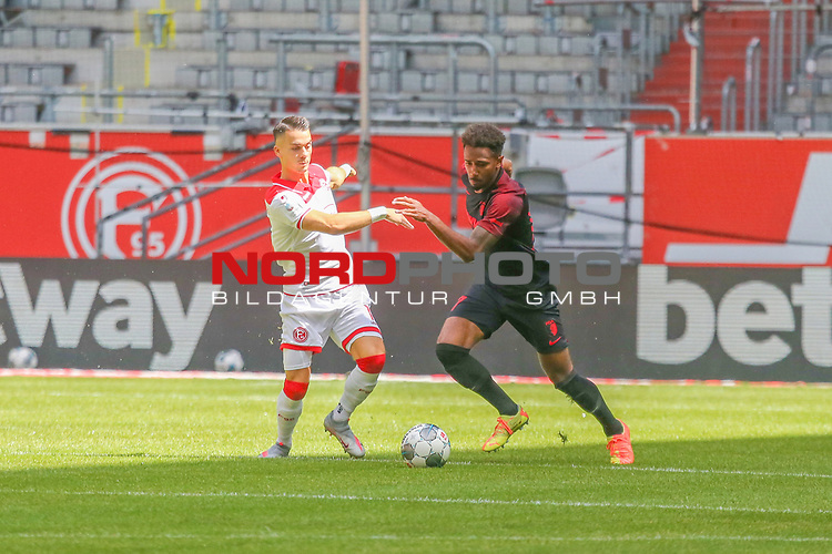 Duesseldorfs Kaan Ayhan #5 gegen Augsburgs Reece Oxford #36<br />