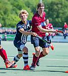 DEN HAAG -  Govert Soeters (HCKZ) met Cedric de Gier (HDM)    tijdens  de eerste Play out wedstrijd hoofdklasse heren ,  HDM-HCKZ (1-2) . . COPYRIGHT KOEN SUYK