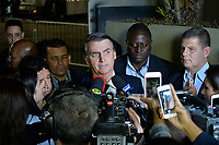 SÃO PAULO, SP - 09.08.2018 - ELEIÇÕES-2018 - Jair Bolsonaro, candidato à Presidência da República pelo PSL, chega para o debate da TV Bandeirantes, realizado na sede da emissora no bairro do Morumbi em São Paulo, na noite desta quinta-feira, 09.(Foto: Levi Bianco/Brazil Photo Press)