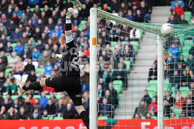 GRONINGEN - Voetbal, FC Groningen - SC Cambuur, Eredivisie,  stadion Euroborg, seizoen 2013-2014, 02-03-2014,  SC Cambuur doelman Leonard Nienhuis ziet de bal overgaan