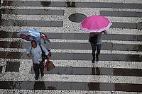 SAO PAULO, SP, 14/05/2012, CHUVA.  Uma chuva fina cai sobre a capital paulista na manha de hoje (14), com isso a temperatura deve cair ainda mais. Luiz Guarnieri/ Brazil Photo Press