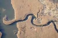 Heuckenlock: EUROPA, DEUTSCHLAND, HAMBURG, (EUROPE, GERMANY), 02.01.2009:Das Heuckenlock ist einer der letzten Tideauenwaelder Europas und ein Suesswasserwatt. Es liegt in Hamburg-Moorwerder im Suedosten der Elbinsel Wilhelmsburg nahe der Bunthaeuser Spitze, ausserhalb der Hochwasserschutzanlagen Hamburgs und wird daher ungefaehr hundertmal pro Jahr durch Spring- oder Sturmfluten ueberflutet. Das Gebiet erstreckt sich ueber eine Laenge von 3 km am Nordufer der Suederelbe und hat eine Flaeche von ca. 100 ha.. Ausflugsziel, Deutschland, Erholung, Freizeit, Gewaesser, Hamburg, Naherholung, Natur, Naturschutz, Naturschutzgebiet, Regeneration, Stadt, Stadtgebiet, Wasser, Wasserlauf, Suederelbe, Luftbild, Luftansicht, Luftaufnahme, Aufwind-Luftbilder.c o p y r i g h t : A U F W I N D - L U F T B I L D E R . de.G e r t r u d - B a e u m e r - S t i e g 1 0 2, .2 1 0 3 5 H a m b u r g , G e r m a n y.P h o n e + 4 9 (0) 1 7 1 - 6 8 6 6 0 6 9 .E m a i l H w e i 1 @ a o l . c o m.w w w . a u f w i n d - l u f t b i l d e r . d e.K o n t o : P o s t b a n k H a m b u r g .B l z : 2 0 0 1 0 0 2 0 .K o n t o : 5 8 3 6 5 7 2 0 9.V e r o e f f e n t l i c h u n g  n u r  m i t  H o n o r a r  n a c h M F M, N a m e n s n e n n u n g  (aufwind-luftbilder.de) u n d B e l e g e x e m p l a r !.