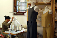 Produzione tessile di abiti realizzata con materiali provenienti da coltura biologica, cotone biologico..Production of clothes made with materials from organic farming, organic cotton.La titolare Alessandra Cavicchioli. The holder Alessandra Cavicchioli. ...
