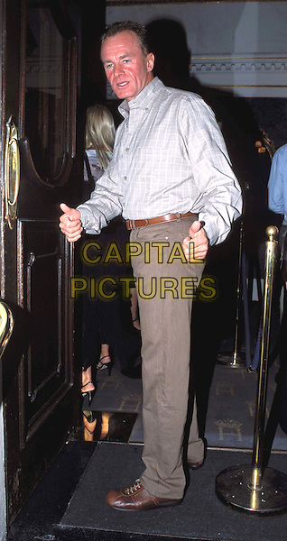 BOBBY DAVRO .A Woman Of No Importance press night, Theatre Royal.full length, full-length, thumbs up.www.capitalpictures.com.sales@capitalpictures.com.© Capital Pictures