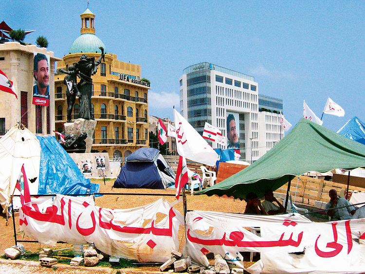 &copy; Samer Mohdad<br /> Campement du 14 mars sur la place des Martyrs, le jour des fun&eacute;railles de Samir Kassir, Beyrouth, 2005<br /> -----<br /> &copy; Samer Mohdad<br /> March 14 camp in Martyrs' Square, the day of Samir Kassir's funeral, Beirut, 2005