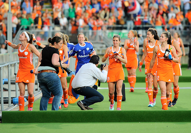 The Hague, Netherlands, June 12: Players of The Netherlands celebrate after winning the field hockey semi-final match (Women) between The Netherlands and Argentina on June 12, 2014 during the World Cup 2014 at Kyocera Stadium in The Hague, Netherlands. Final score 4-0 (3-0)  (Photo by Dirk Markgraf / www.265-images.com) *** Local caption ***