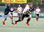 AMSTELVEEN  -  Mirco Pruyser (Adam) met Pieter Sutorius van Pinoke  Hoofdklasse hockey dames ,competitie, heren, Amsterdam-Pinoke (3-2)  . COPYRIGHT KOEN SUYK