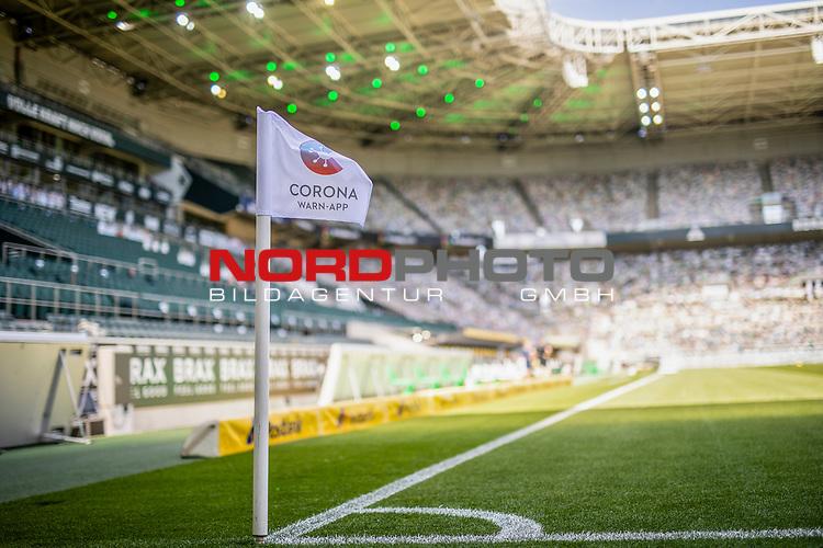 Eckfahne mit Werbung für die Corona Warn-app darauf.<br /><br />27.06.2020, Fussball, 1. Bundesliga, Saison 2019/20, 34. Spieltag, Borussia Moenchengladbach - Hertha BSC Berlin, <br /><br />Foto: MORITZ MUELLER/POOL/via/Meuter/Nordphoto<br />Only for Editorial use