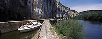 Europe/France/Midi-Pyrénées/46/Lot/Env de Saint-Cirq-Lapopie/Bouziès: Navigation Fluviale sur le Bief de l'écluse de Ganil et Vallée du Lot