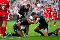 Jamie Roberts of Bath Rugby celebrates his try with team-mates. Heineken Champions Cup match, between Bath Rugby and Stade Toulousain on October 13, 2018 at the Recreation Ground in Bath, England. Photo by: Patrick Khachfe / Onside Images