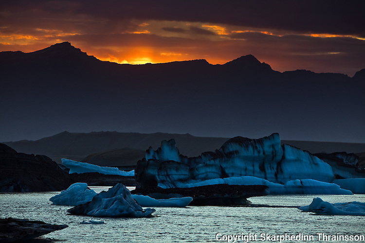 The Glacier Lagoon painted with ash from the erupting volcano in Grímsvötn, southern Iceland, June 2011