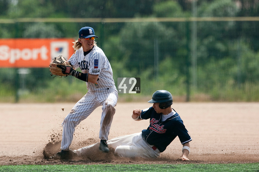 23 May 2009: Luc Piquet of Rouen throws the ball to first base for the double play as  Mathieu Brau of La Guerche slides into second base during the 2009 challenge de France, a tournament with the best French baseball teams - all eight elite league clubs - to determine a spot in the European Cup next year, at Montpellier, France. Rouen wins 6-2 over La Guerche.