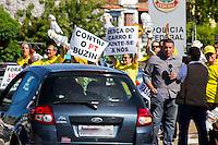 MACEIO, AL, 05.11.2015 - PROTESTO-AL - , Protesto durante chegada da presidente Dilma Rousseff (PT) &agrave; Macei&oacute;, ap&oacute;s a solenidade de inaugura&ccedil;&atilde;o do 3&ordm; trecho do Canal do Sert&atilde;o, em Inhapi (AL), que foi marcada por confus&atilde;o &agrave; porta do Centro Cultural e de Exposi&ccedil;&otilde;es Ruth Cardoso nesta quinta-feira, 05.<br /> (Foto: Alisson Fraz&atilde;o/Brazil Photo Press)
