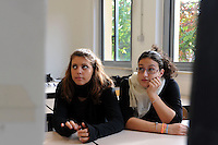 Istituto Statale d'Arte e Liceo Artistico Roma 2.State Institute of Art and Art School Roma..Professori e studenti durante una lezione in classe di architettura. Professors and students during  lesson in architecture classroom...