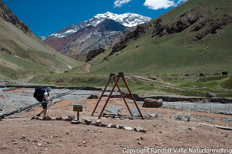 Grensa for Aconcagua provincial park. ---- The entrance to Aconcagua provincial park.