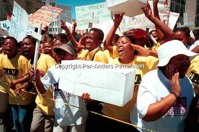 diheapr00078 Aids demonstration. Hundreds of demonstrators against the Aids policies of the South African government marched to parliament on November 26, 2001 in Cape Town, South Africa..The Treatment Action Campaign (TAC), a NGO has sued the South African health minister and nine provincial health ministers for not distributing Nevirapine to pregnant mothers. About 70.000 babies are born with HIV every year..©Per-Anders Pettersson/ iAfrika Photos.