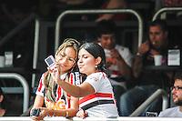 ATENCAO EDITOR IMAGEM EMBARGADA PARA VEICULOS INTERNACIONAIS - SAO PAULO, SP, 04 NOVEMBRO 2012 - CAMP. BRASILEIRO - SAO PAULO X FLUMINENSE - Torcedor do Sao Paulo momentos antes da partida contra o Fluminense em jogo pelo  Campeonato Brasileiro, no Estadio Cicero Pompeu de Toledo o  Morumbi, neste domingo, 04. (FOTO: WILLIAM VOLCOV / BRAZIL PHOTO PRESS).