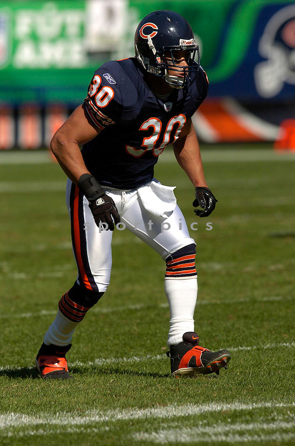 MIKE BROWN, of the Chicago Bears in action,against the  Buffalo Bills on October 8, 2006 in Chicago, IL...Bears win 40-7..Chris Bernacchi / SportPics.