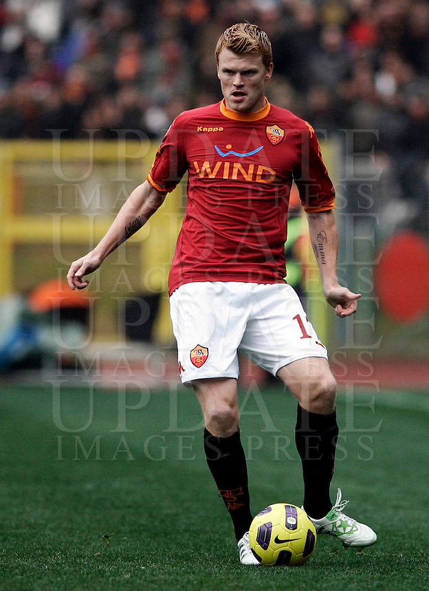 Calcio, Serie A: Roma-Parma. Roma, stadio Olimpico, 27 febbraio 2011..Football, Italian serie A: AS Roma vs Parma. Rome, Olympic stadium, 27 february 2011..AS Roma defender John Arne Riise, of Norway, in action..UPDATE IMAGES PRESS/Riccardo De Luca