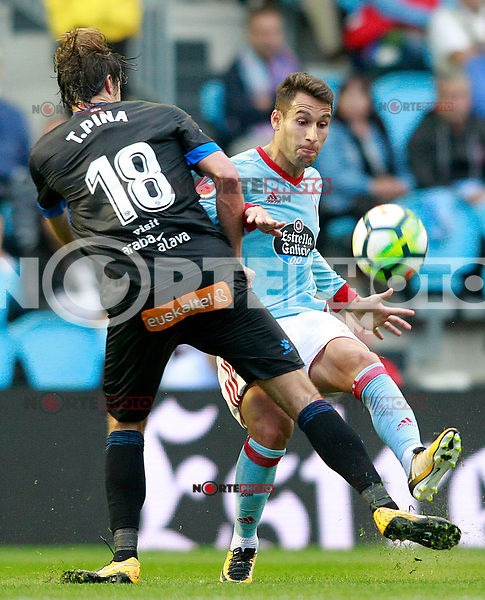 RC Celta de Vigo's Hugo Mallo (r) and Deportivo Alaves' Tomas Pina during La Liga match. September 10,2017. (ALTERPHOTOS/Acero) /NortePhoto.com