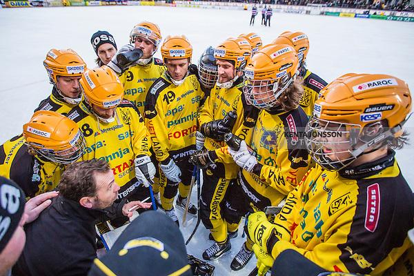 Stockholm 2014-02-16 Bandy SM-kvartsfinal 1 Hammarby IF - Vetlanda BK :  <br /> Vetlandas tr&auml;nare Tommy &Ouml;sterberg under en timeout med Vetlandas spelare i den andra halvleken <br /> (Foto: Kenta J&ouml;nsson) Nyckelord:  tr&auml;nare manager coach