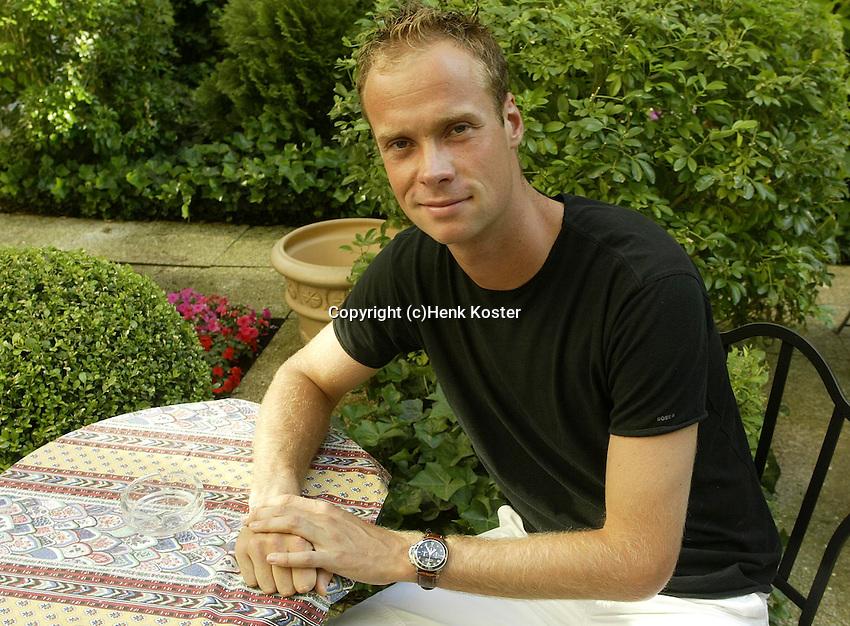 20030604, Paris, Tennis, Roland Garros, Martin Verkerk vermaakt zich op zijn vrije dag in Parijs