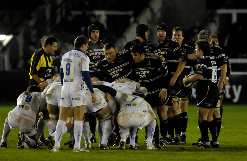 Photo: Jed Wee..Newcastle Falcons v Sale Sharks. Guinness Premiership. 26/12/2006...Newcastle forwards prepare to scrum down.