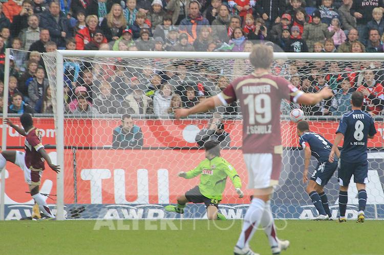 23.10.2010, AWD Arena, Hannover, GER, 1.FBL,  Hannover 96 vs 1. FC Koeln. im Bild:    .Ya Konan Didier gegen Koeln TW Varvodic Miro zum 2:0.Foto © nph / Rust *** Local Caption ***