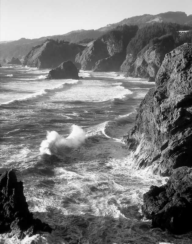 Waves and rocky coastline at Boardman State Park, Oregon
