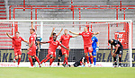 27.06.2020, Stadion an der Wuhlheide, Berlin, GER, DFL, 1.FBL, 1.FC UNION BERLIN  VS. Fortuna Duesseldorf , <br /> DFL  regulations prohibit any use of photographs as image sequences and/or quasi-video<br /> im Bild 1: 0 durch Anthony Ujah (1.FC Union Berlin #11), Michael Rensing (Fortuna Duesseldorf #1)<br /> Keven Schlotterbeck (1.FC Union Berlin #31), Marvin Friedrich (1.FC Union Berlin #5), Grischa Proemel (1.FC Union Berlin #21), Marius Buelter (1.FC Union Berlin #15)<br /> <br /> <br />      <br /> Foto © nordphoto / Engler