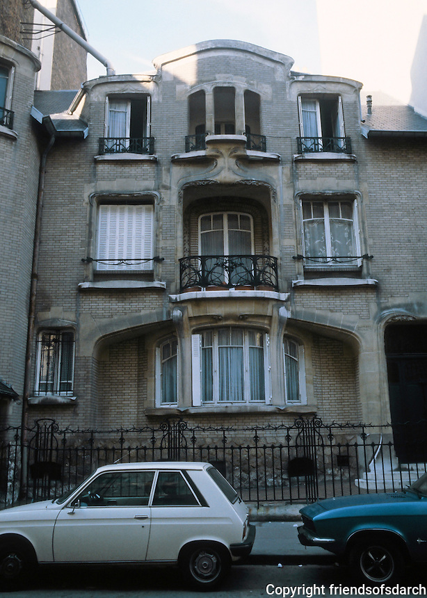 Hector Guimard: Hotel Mezzara, 60 Rue La Fontaine, Paris 1910-11. Photo '90.