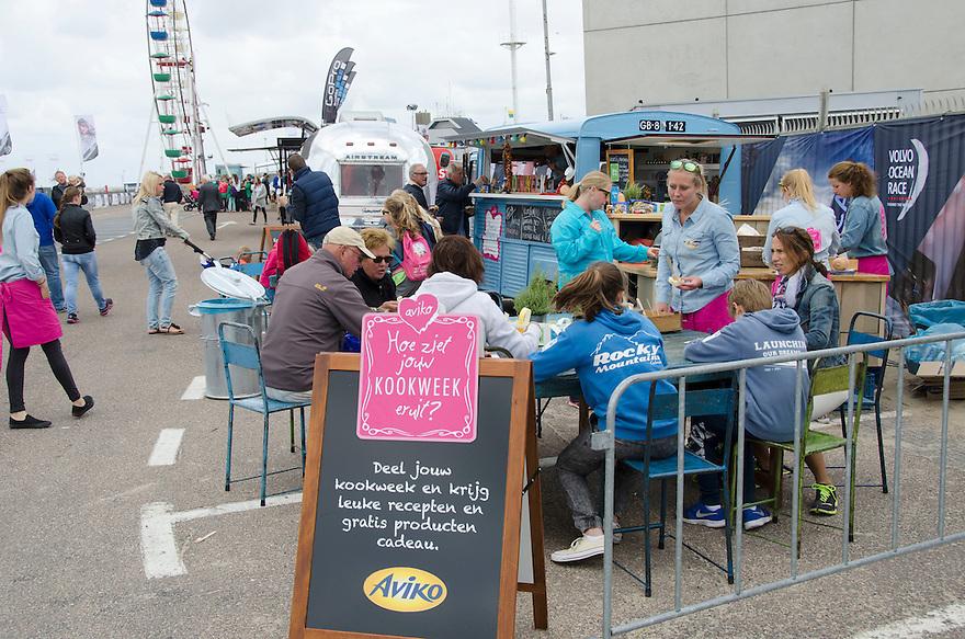 18juni Scheveningen<br /> Drukte rond de Volvo ocean race. Het trendy eetconcept word door Aviko gebruikt om reclame te maken.<br /> <br /> (c)renee teunis