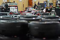 SÃO PAULO, SP, 03 DE MAIO DE 2013 - PREPARATIVOS FORMULA INDY: Movimentação no pavilhão do Anhembi onde estão sendo feitos os preparativos das equipes para a etapa da SP Indy 300 que acontece neste final de semana no circuito de rua do Anhembi, zona norte de São Paulo. FOTO: LEVI BIANCO - BRAZIL PHOTO PRESS