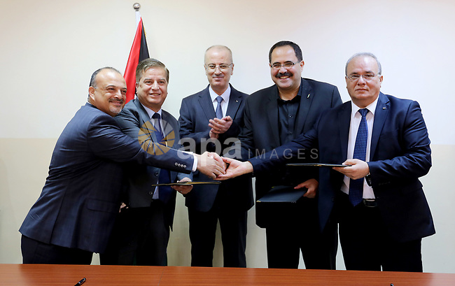 Palestinian Prime Minister Rami Hamdallah attends Signing an agreement with Angej Foundation for Educational Services and Youth, in the West Bank city of Ramallah on May 22, 2018. Photo by Prime Minister Office